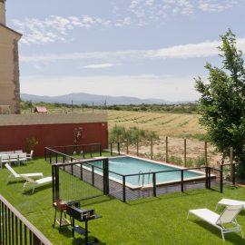 Jardín con piscina Casa Rural Miradiez